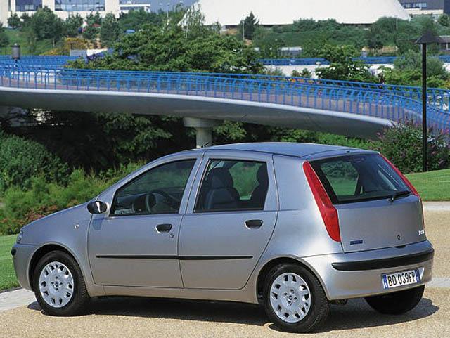 http://s2.blomedia.pl/autokult.pl/images/2010/05/Fiat-Punto-6.jpg