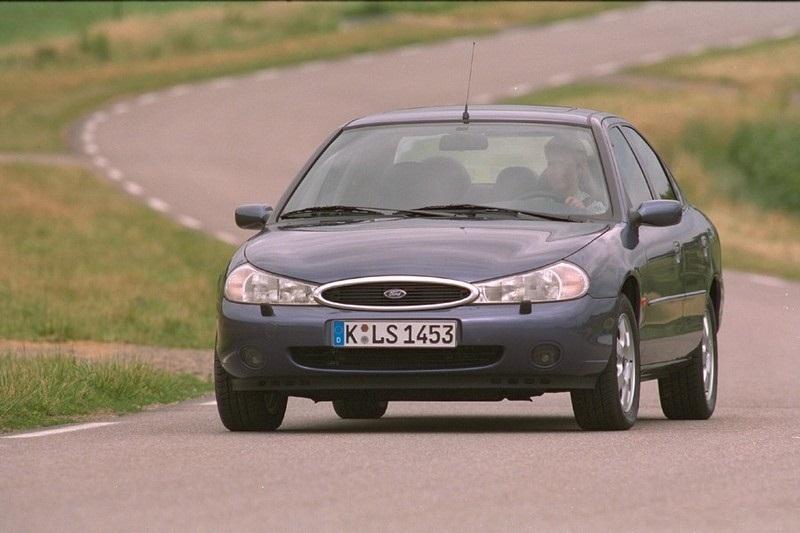 http://s2.blomedia.pl/autokult.pl/images/2012/08/Ford-Mondeo-mk2-4-239487.jpg