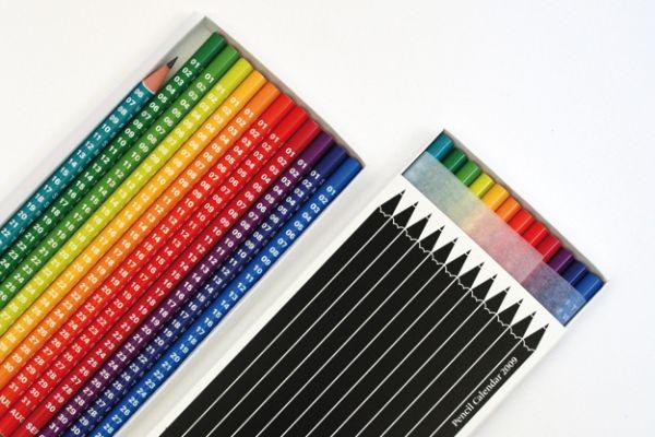 Цвет каждого карандаша указывает на температурный режим сезона: январь - голубой, июнь - желтый и т.д...