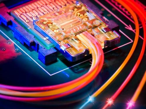 Intel Thunderbolt - nowy standard przesyłu danych (fot. geeknews.eu)