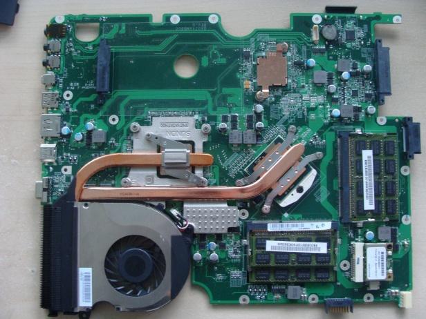 Jeden wentylator naCore i7 oraz Radeona HD 5850... Może warto wymienić pastę?