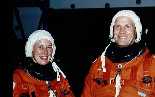 Mark Lee iJan Davis - pierwsze małżeństwo wKosmosie (Fot. Timesofnews.co)