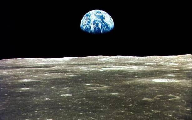 Ziemia zodległości 384 tys. kilometrów
