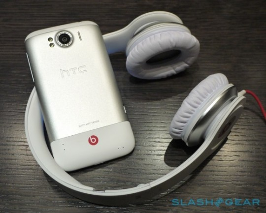 HTC Sensation XL i Solo HD | fot. slashgear.com