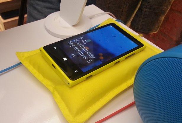 Nokia Lumia 920 - ładowarka indukcyjna