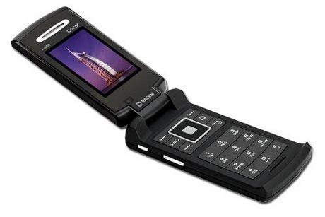Sagem my300c to typowa komórka z klapką. Telefon został wyposażony