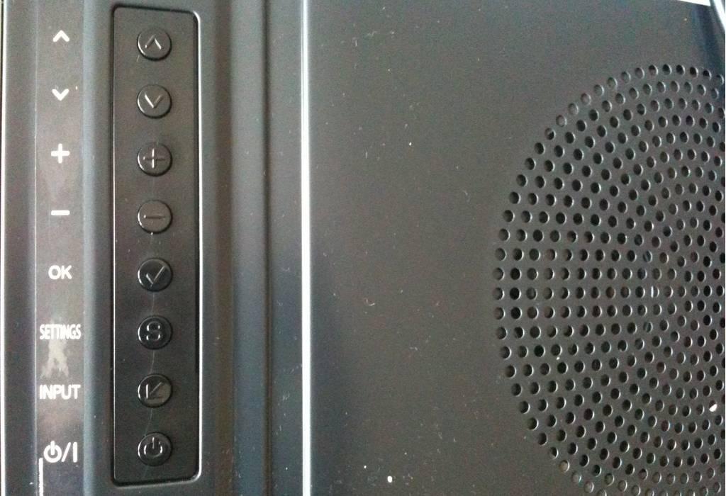 Przyciski natylnej ścianie telewizora