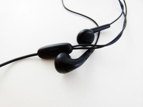 Słuchawki dołączone do zestawu LG Swift L7