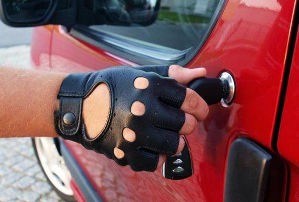 868bb6e23312fa2de785c037dc6b7d08 - Tak powstają rękawiczki samochodowe [wywiad]