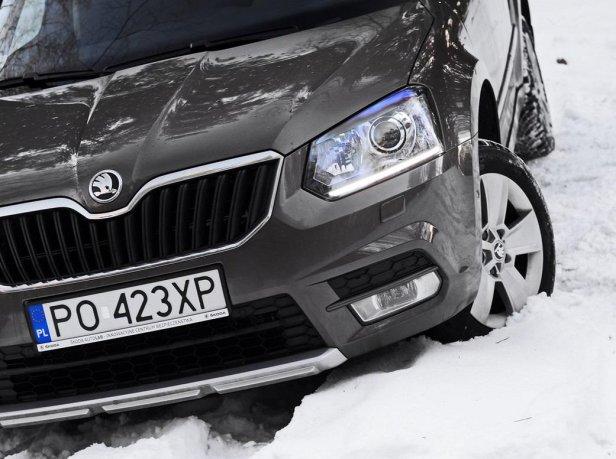Samochód zakopany w śniegu | Fot. Paweł Kaczor - Co zrobić, gdy samochód zakopie się w śniegu?